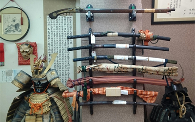 Antique samurai weapons are displayed in the dojo!!