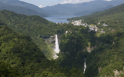 <Option> Combination View of Lake Chuzenji and Kegon Water Fall from Akechidaira