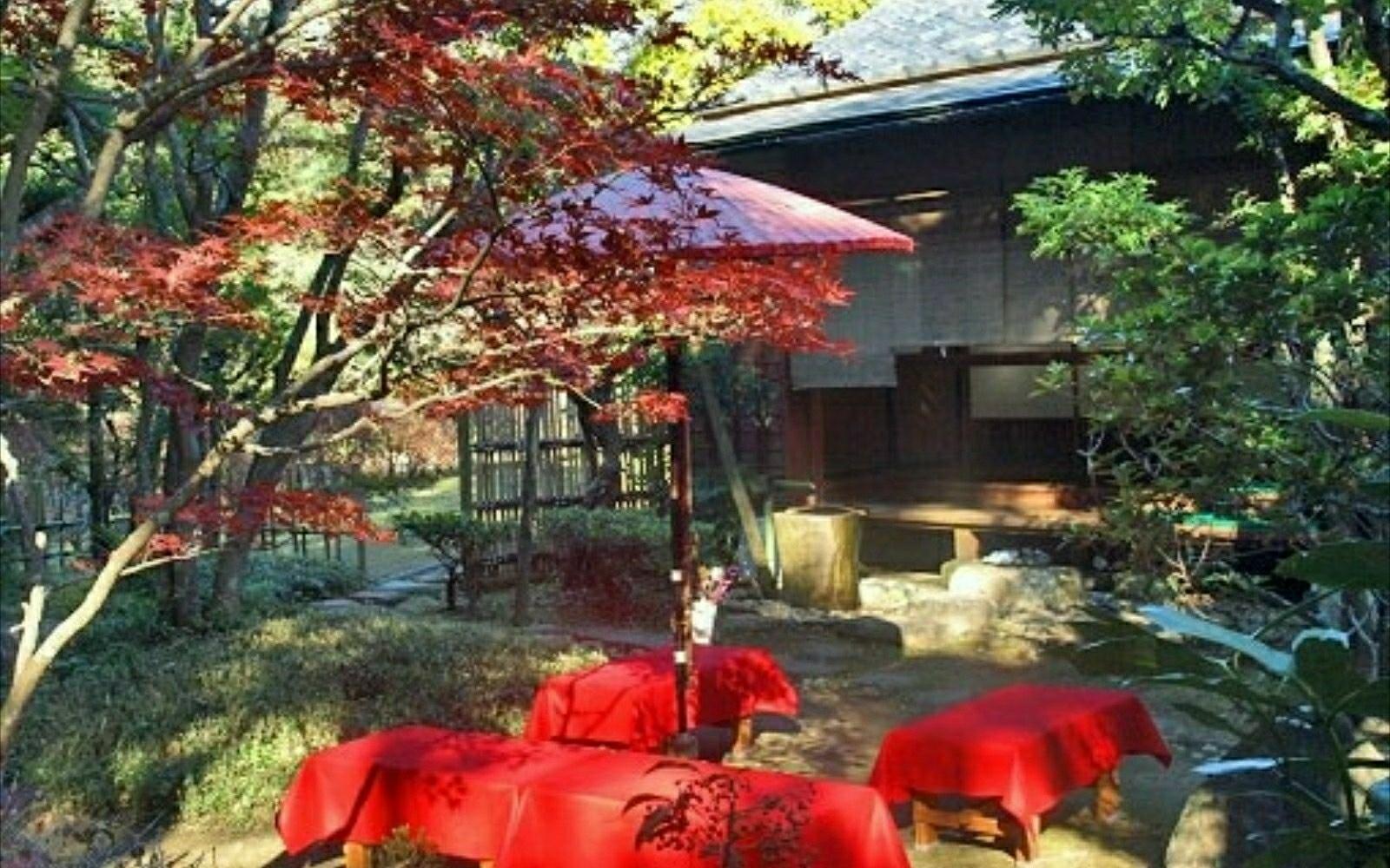 SAKURA Castle Ruins Park: Municipal-owned tea ceremony house named Sankei-tei located in the Park.