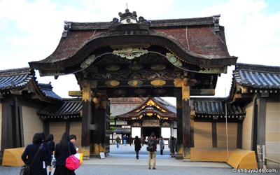 Kara-mon or Chinese-style gate of Nijo castle